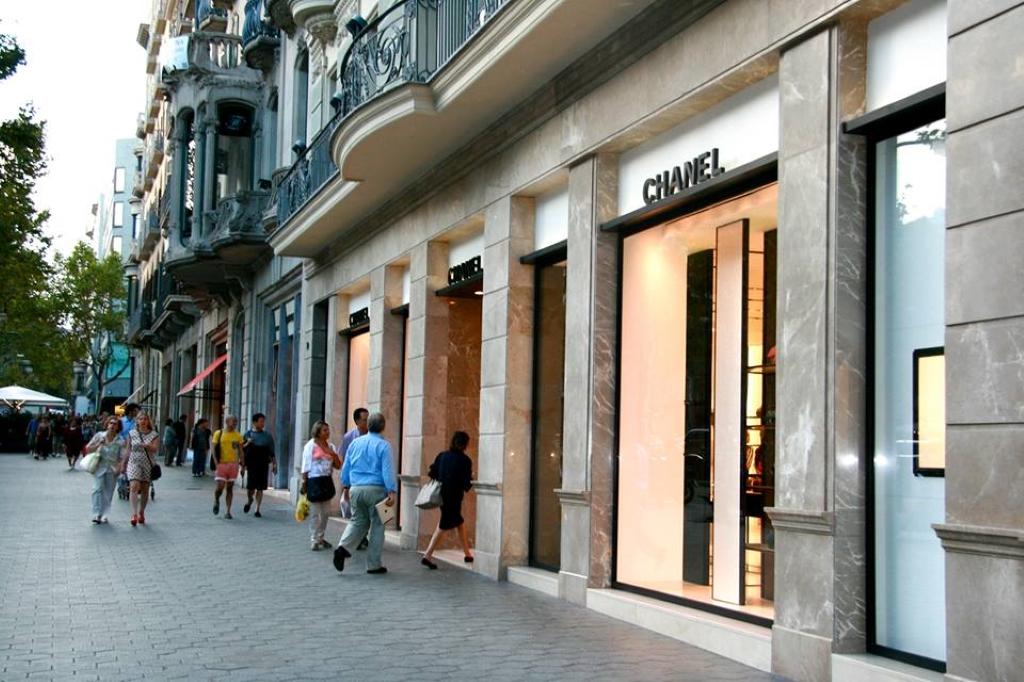 Carrer de la boqueria en barcelona barrio en espa a - Calle boqueria barcelona ...